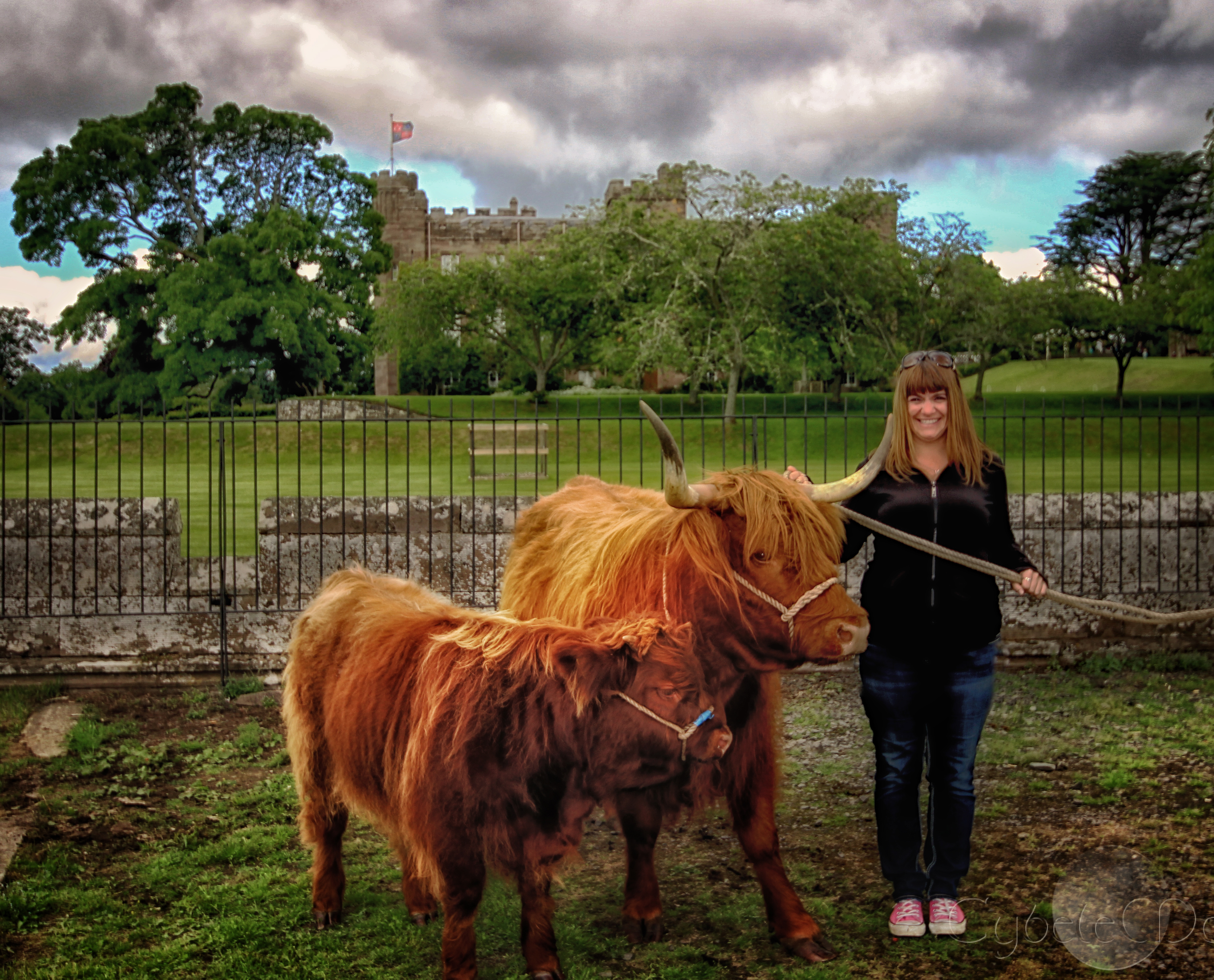 Coos!! Scone Palace in background