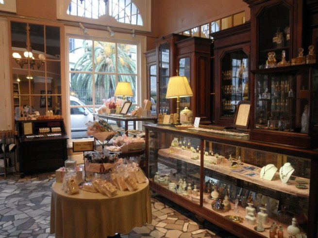 Interior of the Hové shop in New Orleans.
