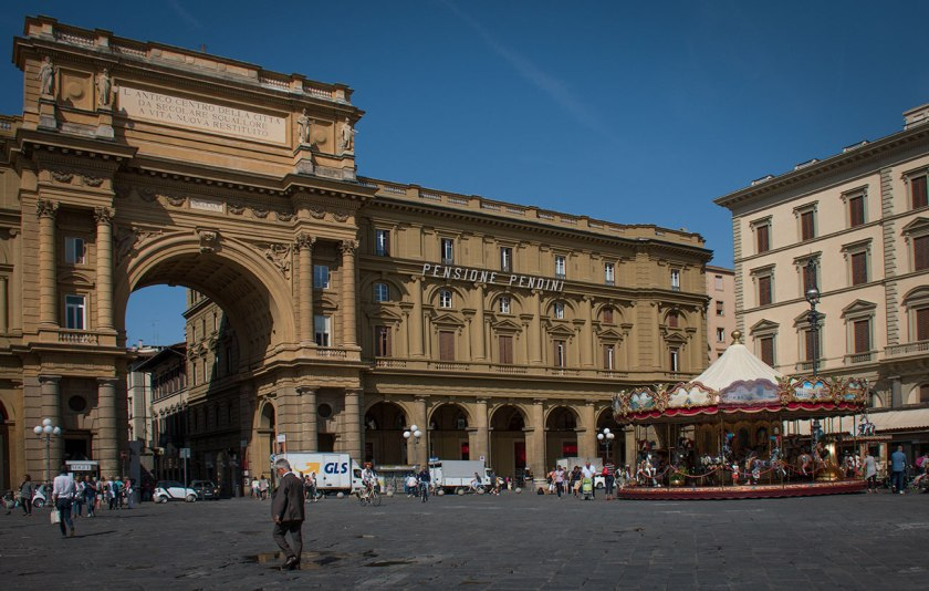 walks of italy florence - we stopped in the Piazza della Repubblica